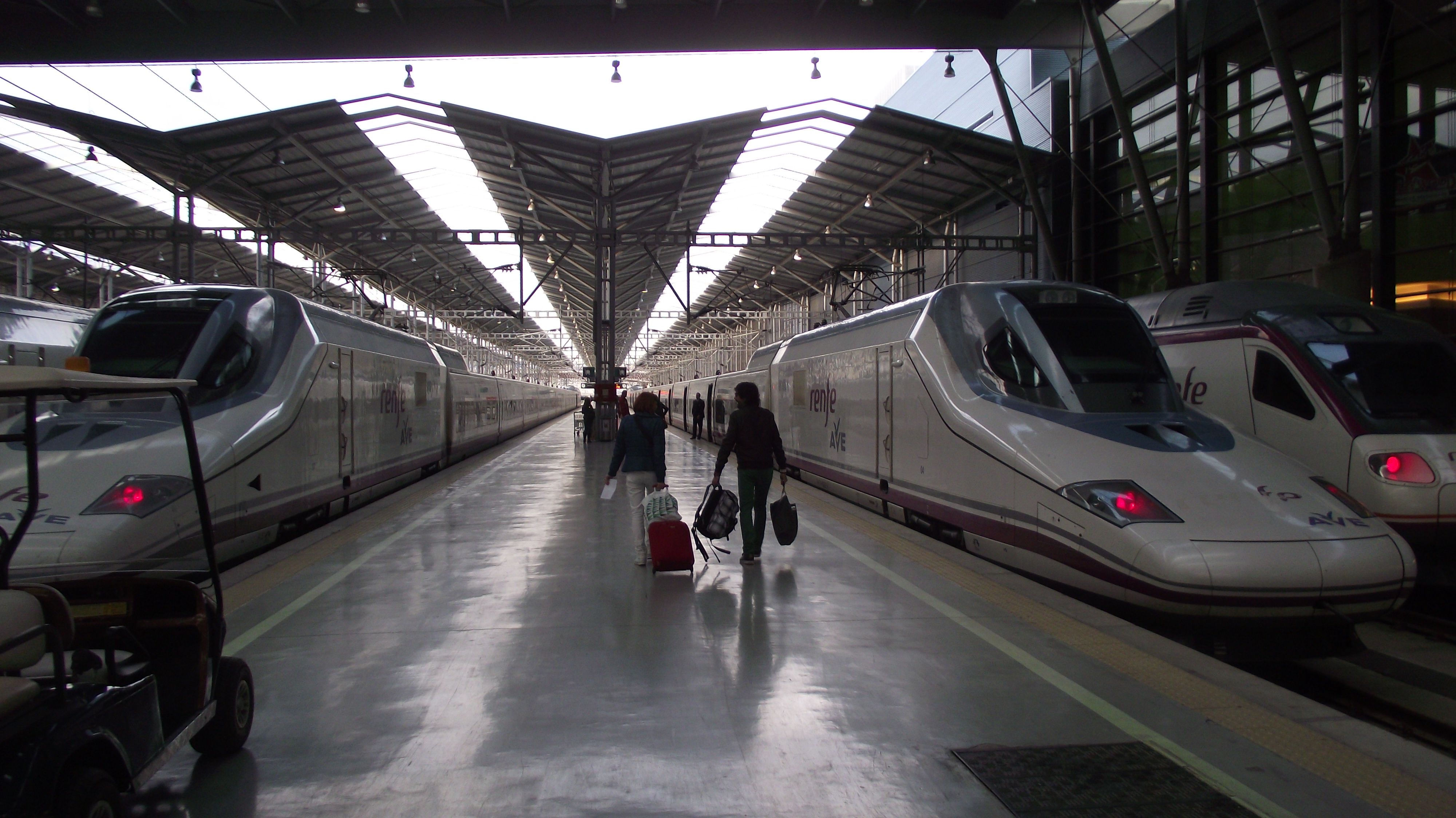 Parking estacion tren María Zambrano - Málaga.jpg
